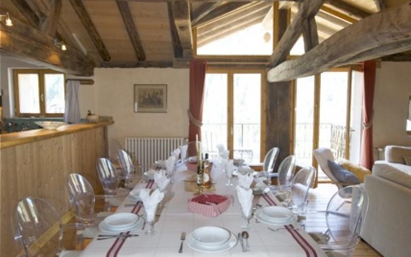 Nancoix Dining Table